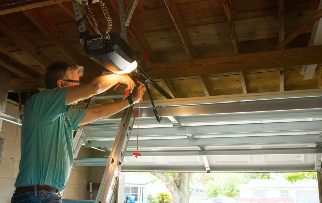 How To Tell If You Need Professional Garage Door Service